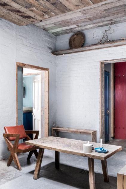Los muebles de madera envejecida son una opción fácil y hasta económica de sumar detalles rústicos a la decoración