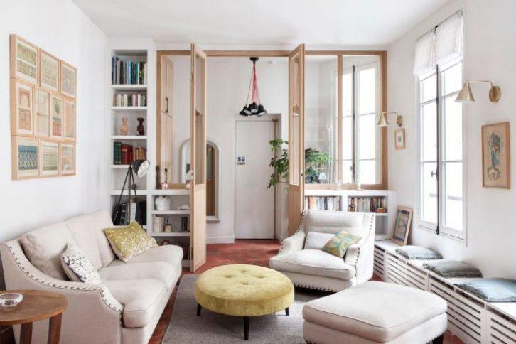 Sala con diseño contemporáneo y detalles clásicos