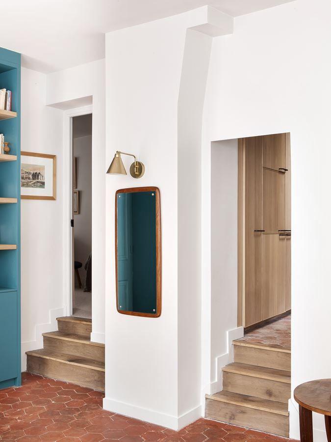 Desniveles y escaleras dan al departamento un aire de casa