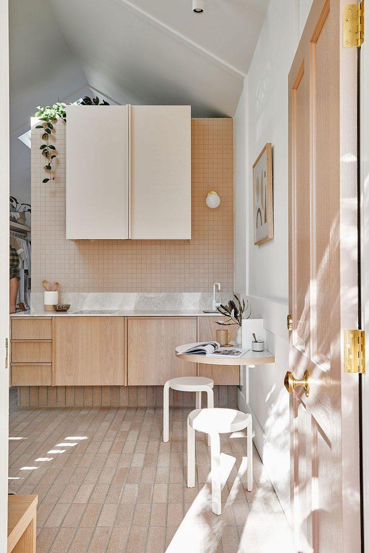 Diseño de interior minimalista en una casa muy pequeña