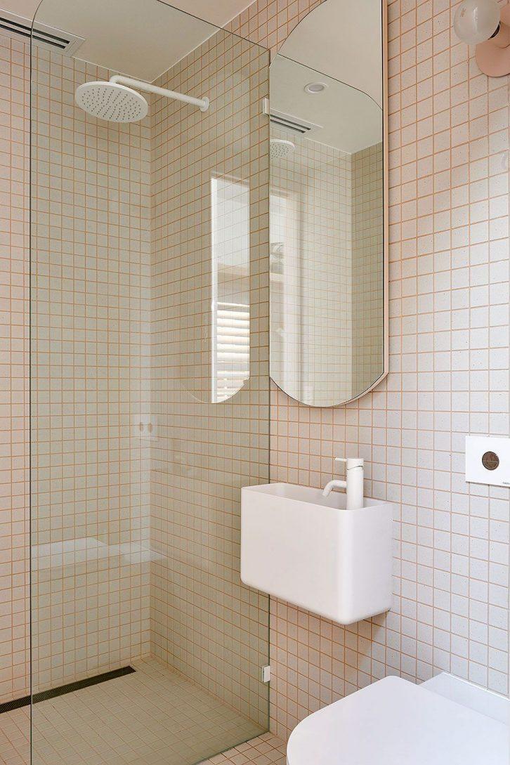 Baño super pequeño minimalista
