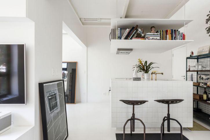 Dúplex estilo loft con decoración minimalista