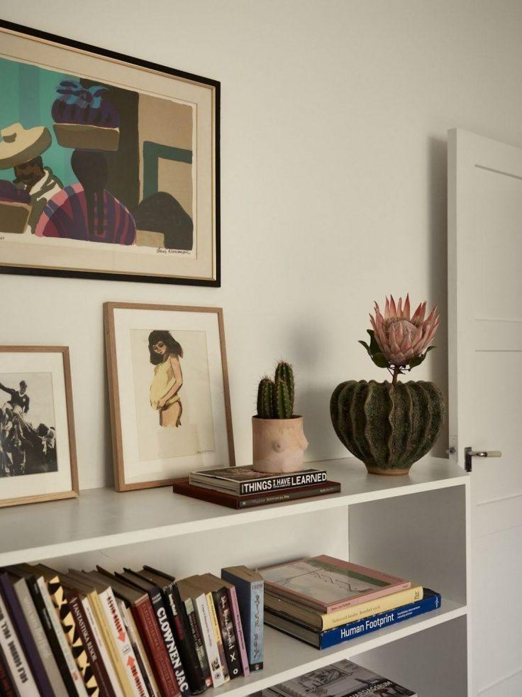Departamento pequeño nórdico de 51 metros²: sala con buena distribución y muebles escandinavos 10