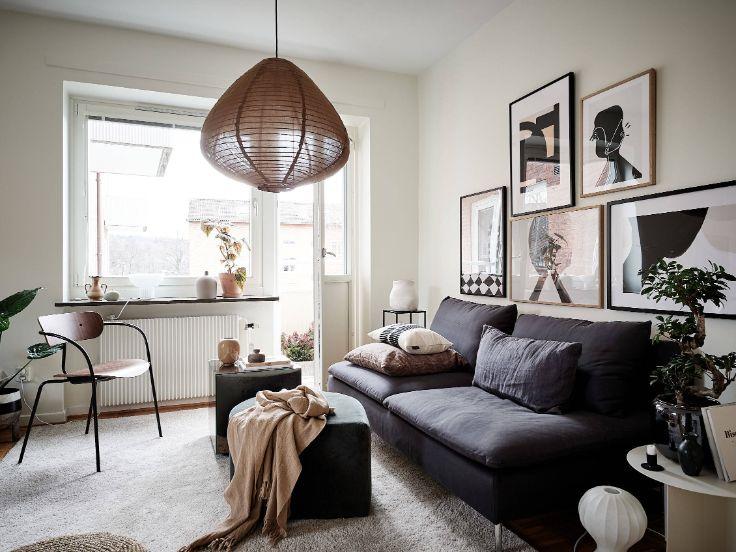 Living con decoración moderna escandinava y muebles pequeños para espacios reducidos