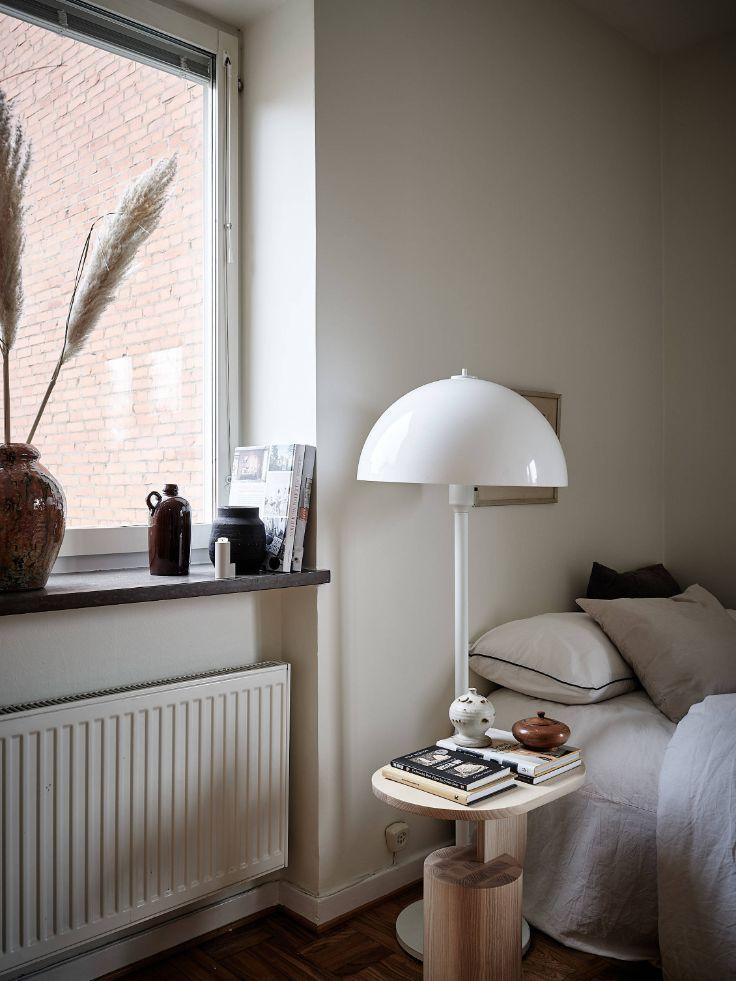 Diseño inteligente del dormitorio con accesorios y muebles que ayudan a ahorrar espacio