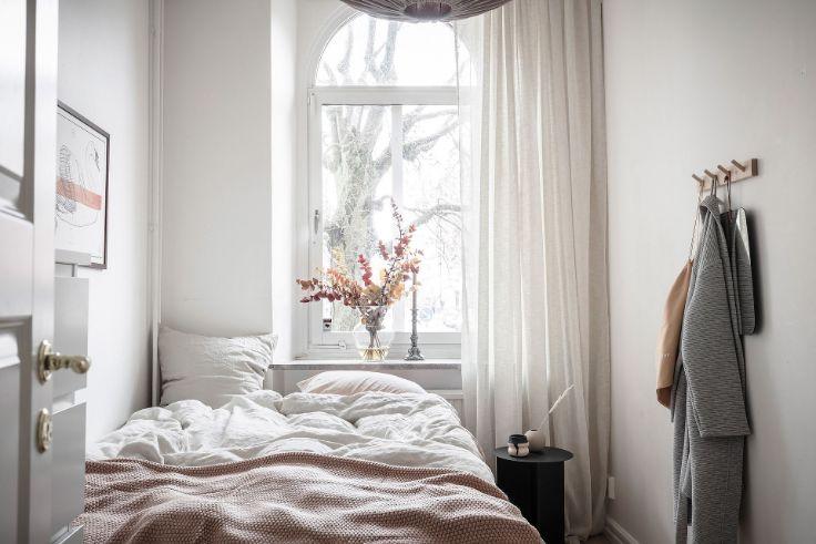 Dormitorio creado a partir de un tabique divisorio o pared que lo separa del ambiente principal