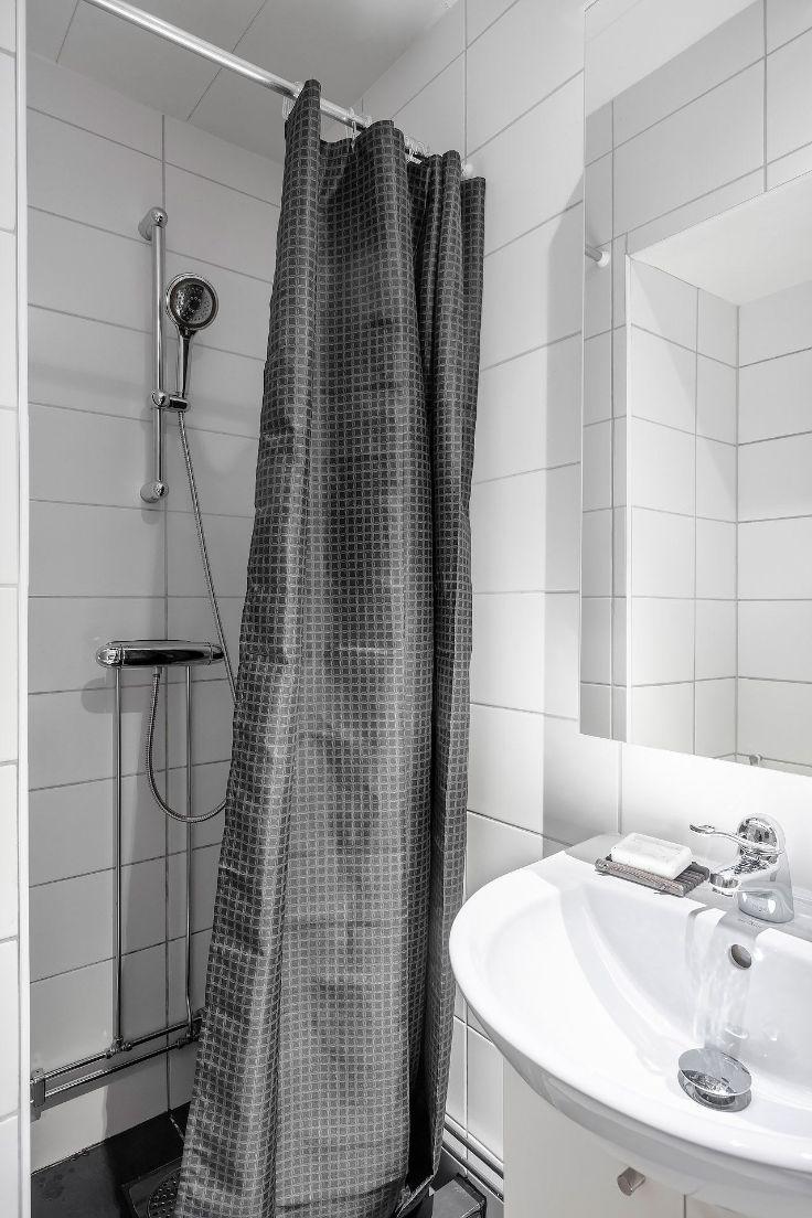 Baño pequeño sin bañera para ahorrar espacio