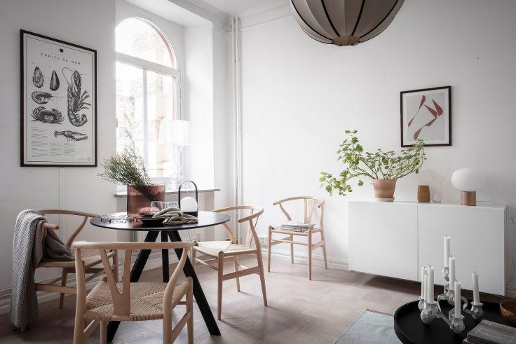 Comedor estilo nórdico con sillas Wishbone