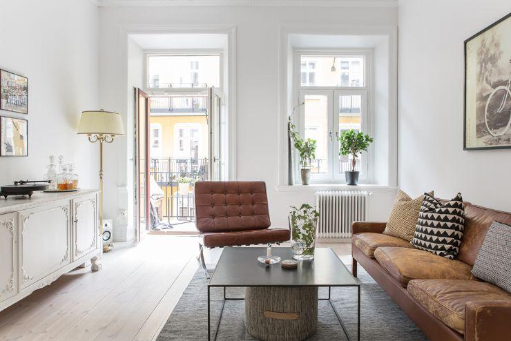 Sala de estar / living con decoración que combina muebles estilo clásico con otros modernos y minimalistas