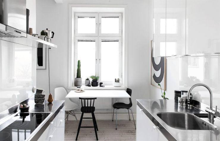 Cocina con comedor incorporado de diseño minimalista y moderno