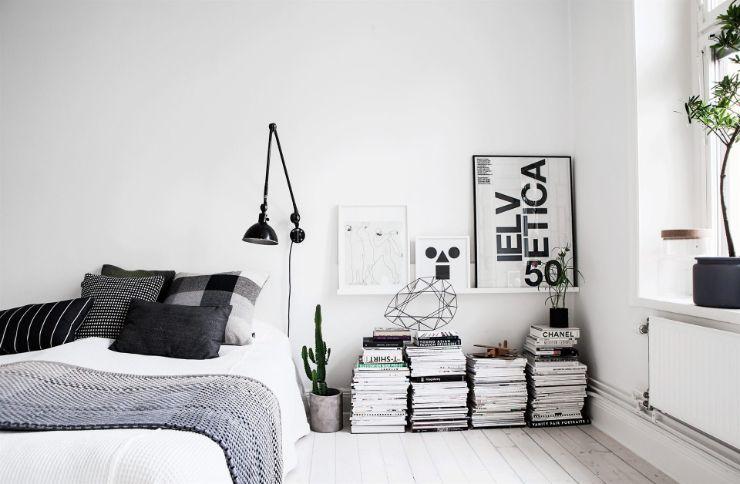 Dormitorio con decoración minimalista y los muebles básicos