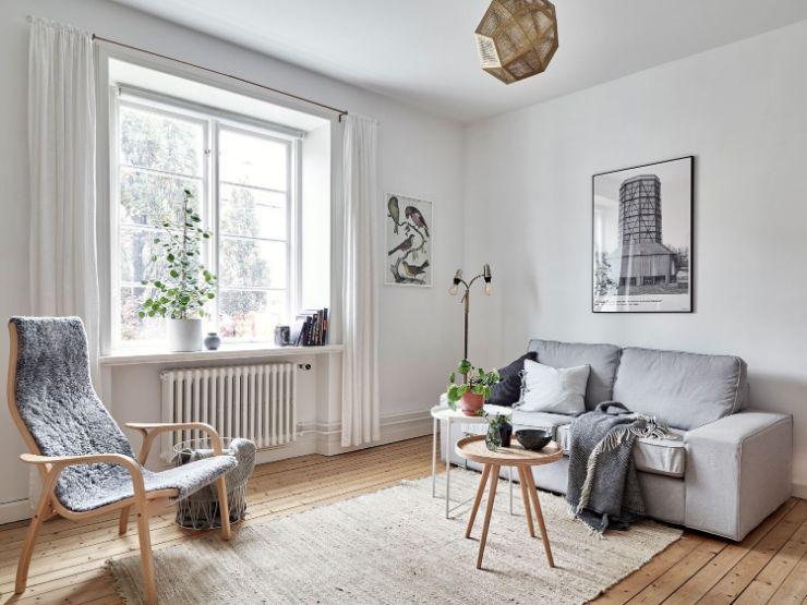Sala estilo nórdico con pocos muebles que ayudan a ampliar visualmente el espacio