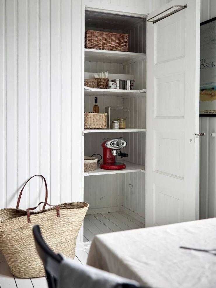 Despensa o pequeña alacena para guardar comida u objetos de cocina