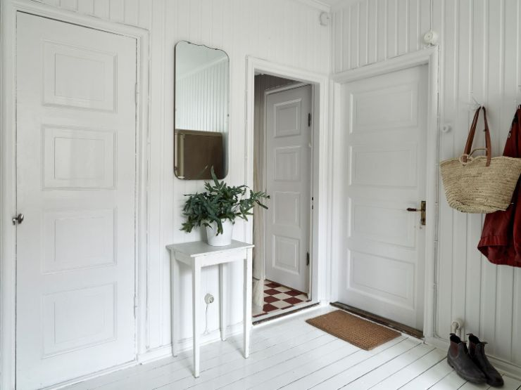 Puerta de entrada al departamento, que accede directamente a la cocina