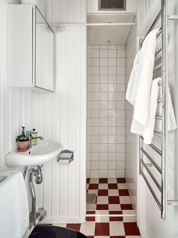 Baño muy pequeño minimalista