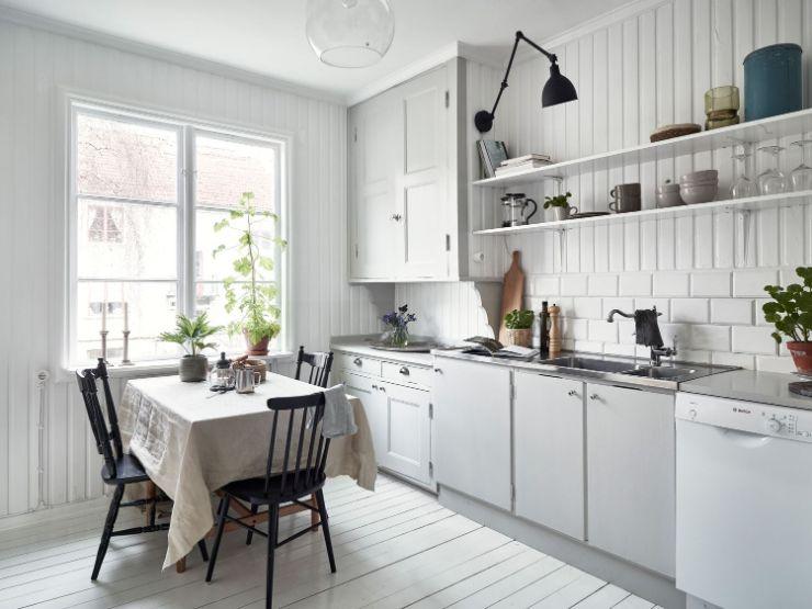 Cocina con comedor en estilo rústico o de campo combinado con el nórdico