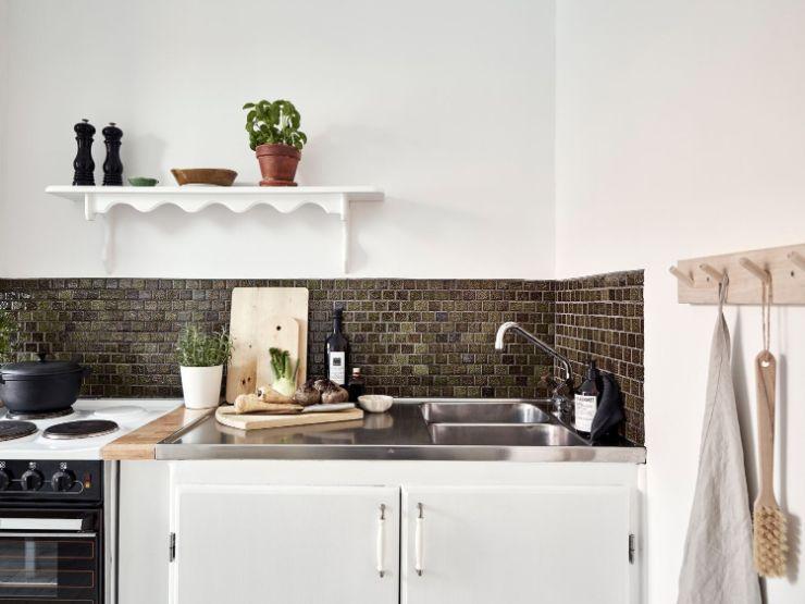 Cocina de diseño lineal que recorre a lo largo todo el espacio, aprovechando mejor los metros disponibles