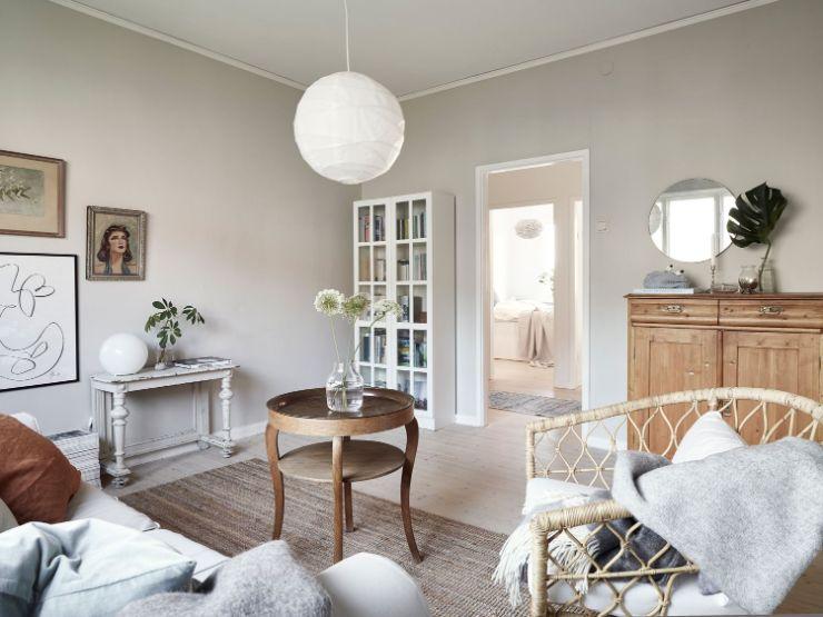 Muebles estilo clásico, rústico, contemporáneo y nórdico se combinan para crear una sala con decoración ecléctica y nórdica